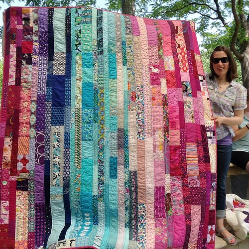 @treadletothemetal and the guild quilt she put together for @pilarandolivia. It was a real treat to watch a guild quilt recipient see it for the first time.