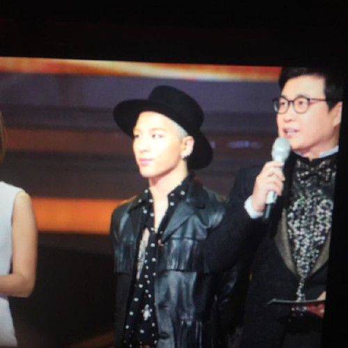 Taeyang-GoldenDisc-Awards-mainshow-20150114-Superyeol-1