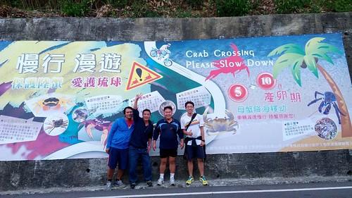 小琉球生態旅遊發展聯盟陸蟹監測。圖片提供:曾毓文。