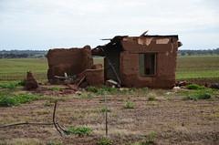 DSC_5222 abandoned farmhouse, Dee Road and Sturt Highway, Shea-Oak Log, South Australia