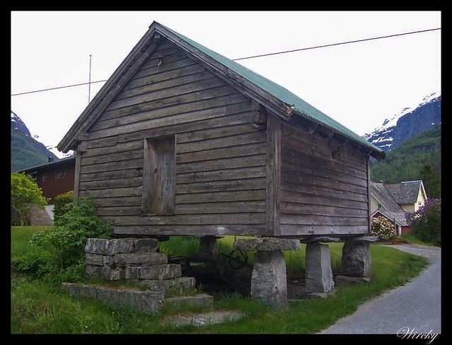 Fiordos noruegos Storfjord Geiranger Hellesylt Briksdal Loen - Casa noruega tipo hórreo