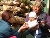 Mutter mit Kind in Samdo