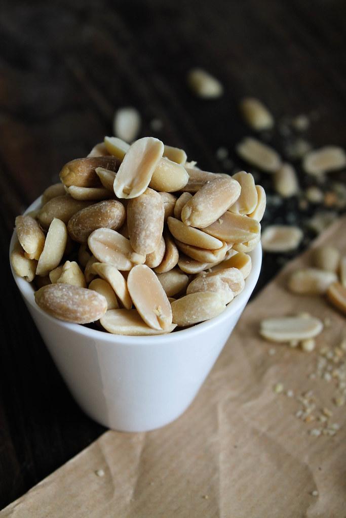 Peanuts millionaire shortbread {vegan - sans gluten}