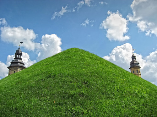 беларусь belarus castle grass green tower замак замок несвиж нясвіж nyasvizh nesvizh дворец палац palace вежа башня radzivil радзівілл