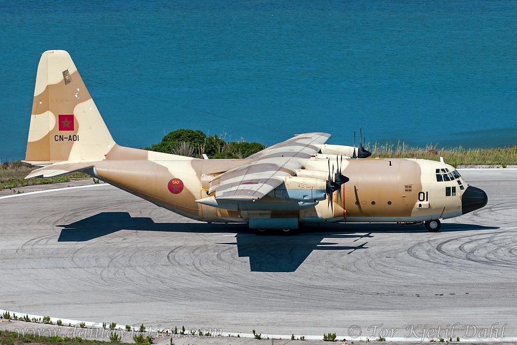 FRA: Photos d'avions de transport - Page 22 18312017052_90a9561078_b