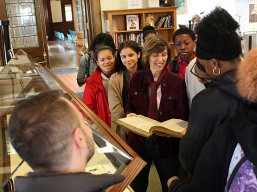 docent_showing_rare-booksat_pequot_library
