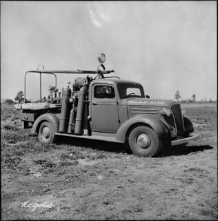 Fire truck No. 318, a 1937 Chevrolet crash tender for Trenton, Ontario / Camion d'incendie no 318, un véhicule d'extinction aéroportuaire de marque Chevrolet, pour Trenton, Ontario
