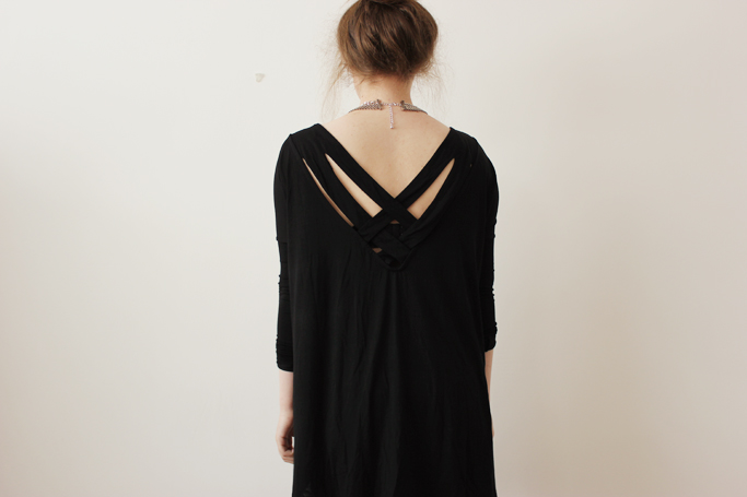 Cut out shirt jumper black