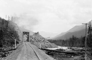 Above Jasper, Miette River / Au dessus de Jasper, la rivière Miette