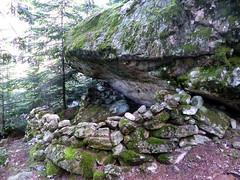 L'abri sous roche de la montée vers le pied de Samulaghja