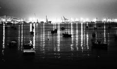 Grúas y barcos