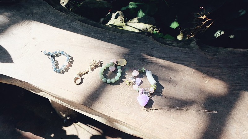 charms-crystals-healing-stones-2