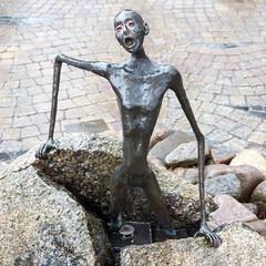 Jens Galschiøt figur på torvet i Tommerup 2