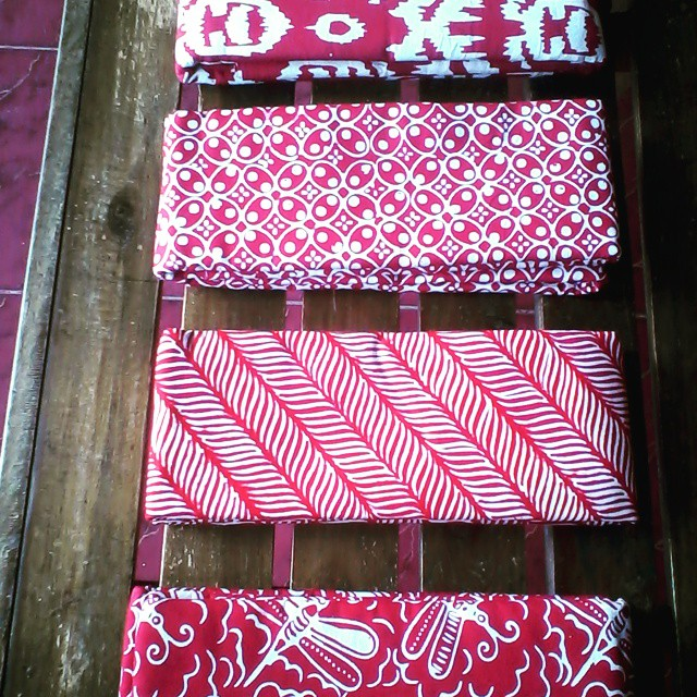 kain batik pekalongan dominan warna merah cabe By Batikbumi