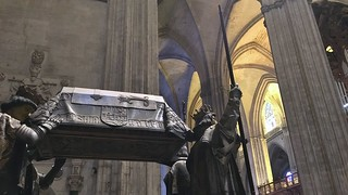 Bilde av Cathedral of Seville nær Triana. seville spain cathedral tomb christophercolumbus genocide