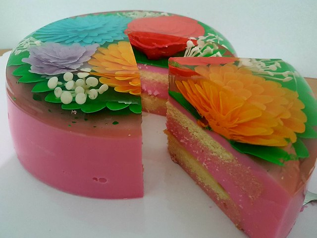 Two Layer Cake Inside 3D Gelatin Art by Jose Domondon III of Gelatimazed – Gelatin 3D Design Philippines