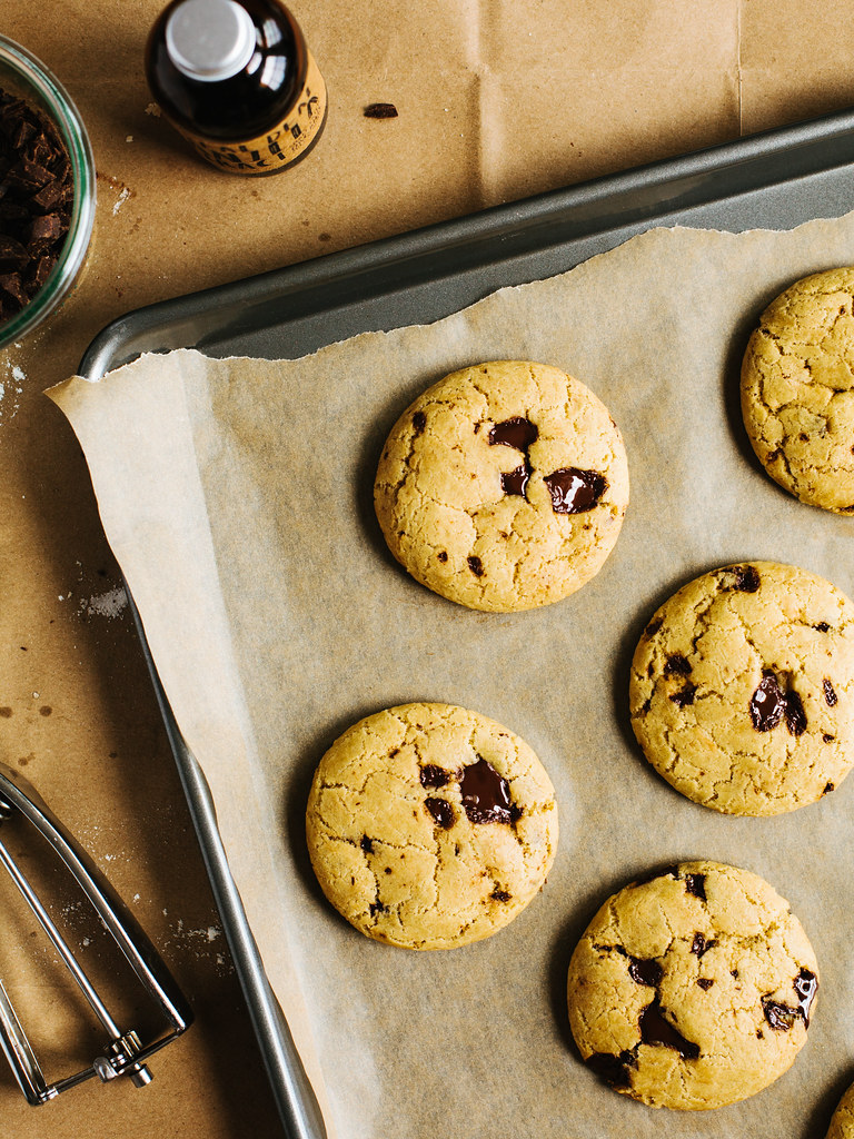 Coconut oil chocolate chunk cookies | Oh, Ladycakes
