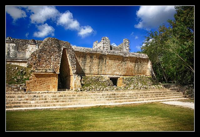 Uxmal MEX - Nunnery Quadrangle corbel arch 02