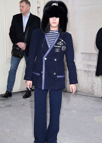 G-Dragon Chanel Haute Coutoure at Grand Palais Paris 2016-01-26 press (11)