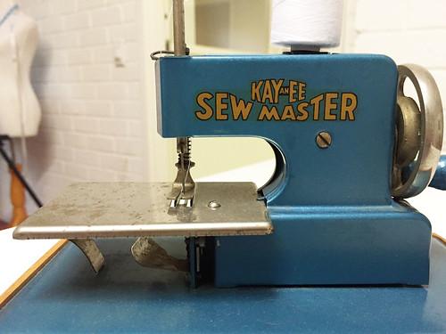 Kay an Eee vintage sewing machine