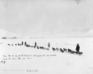 RNWMP patrol, Dawson to Herschel Island, December 27, 1909 / Patrouille de la Royale gendarmerie à cheval du Nord-Ouest, de Dawson à l'île Herschel, 27 décembre 1909