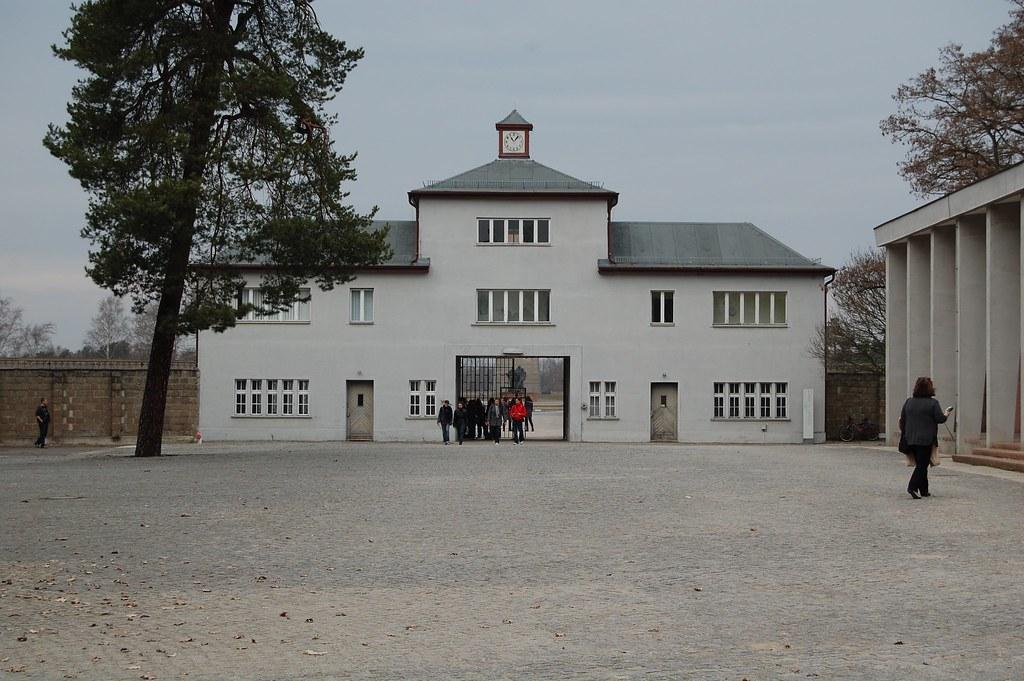 Torre A en un campo de concentración