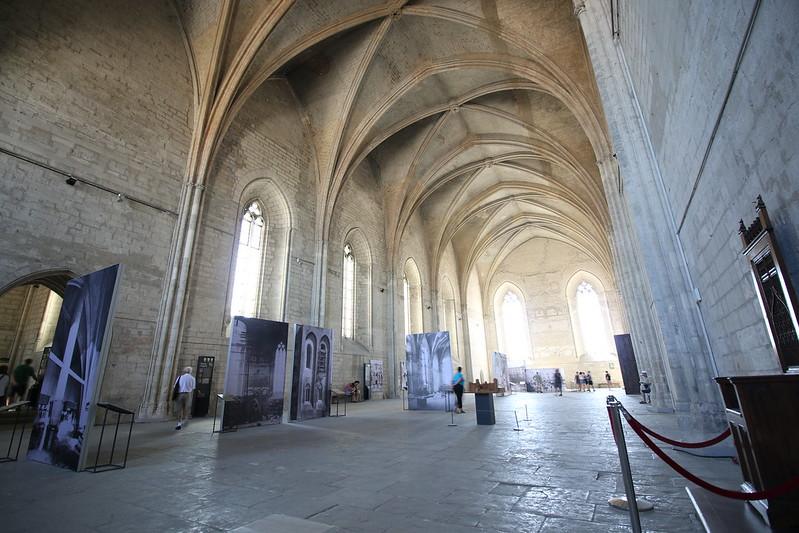Provence cyling Avignon Pope Palace 5