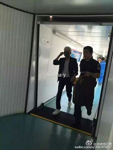 Big Bang - Dalian Airport - 26jun2015 - Selena - 01