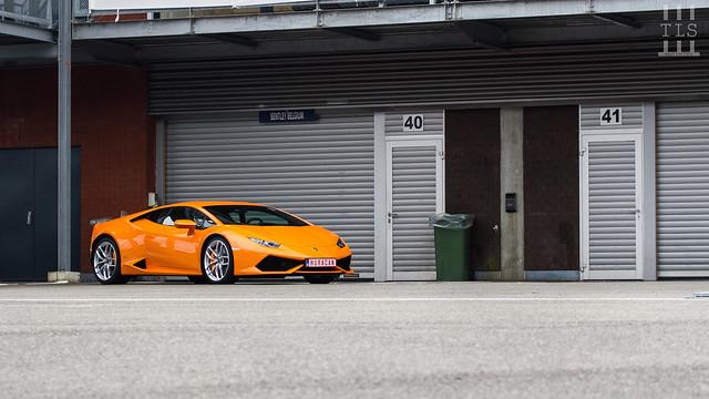 оранжевый Lamborghini Huracan