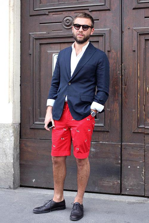 紺テーラードジャケット×赤ハーフパンツ