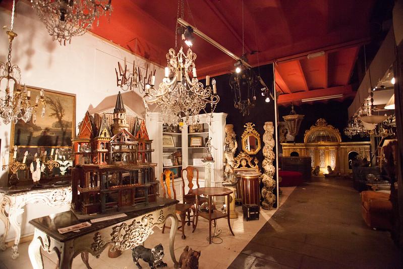 令人目眩神迷的古董倉庫,隨便一件都有ㄧ百年