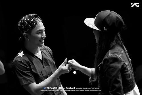 Taeyang_FANHug-event-Seoul-20140626 (10)