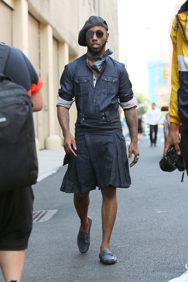 グレーハンチング×デニムシャツ×デニムスカート×グレイッシュブルービットモカシン