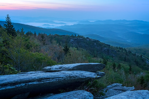 blue fog sunrise hiking northcarolina blueridgeparkway brp roughridge valleyfog visitnc