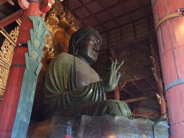 銅造盧舍那佛坐像