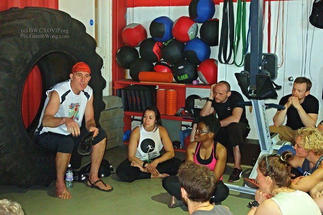Bril to meet @McDougallChris speaking with attentive audience, & 1st training with Parkour greats @ChrisRowat @Shirtrix @DanEdwardes at @Chainstoregym from RAW _DSC9950 re @BarefootTed @LUNASandals
