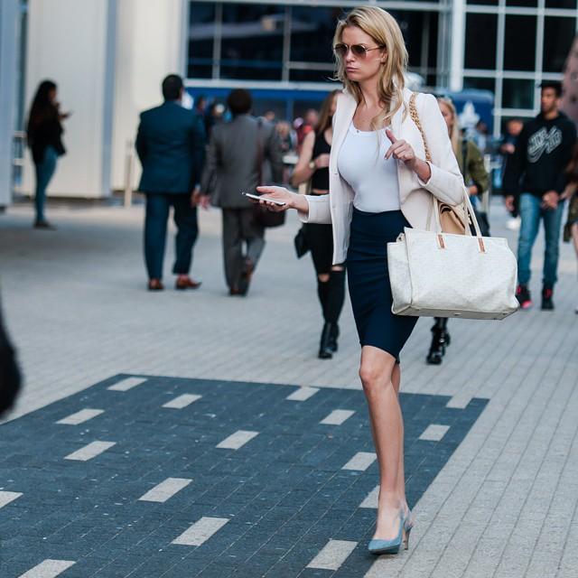After work #streetstyle #streetphotography #streetfashion #street #style #fashion #stylish #instafashion #instastyle #dailyfashion #fashionista #workstyle #skirt #heels #beauty #Toronto