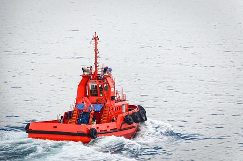 Tug boat in la ria de Vigo