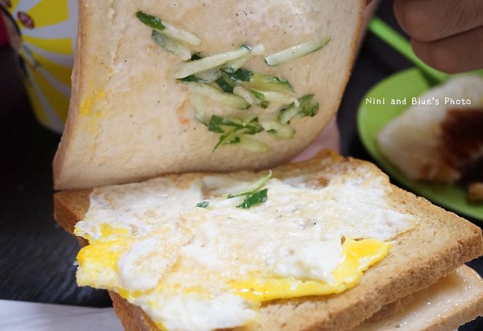 18407699908 3909faa8eb b - 謝氏早點,台中人的老味道,麵糊蛋餅與肉排三明治,台中火車站附近