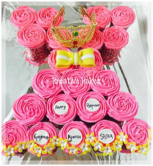 #Princessdresscake #bow #crown www.kreativekakez.in