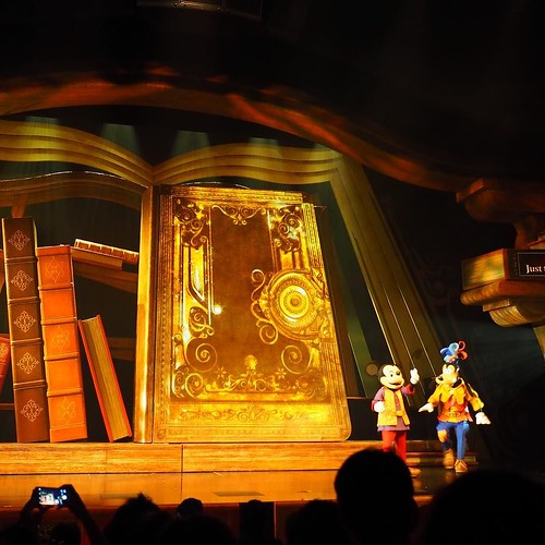 Mickey and the Wonderous Bookを見たぜ!最っ高でした。I Wishソングへの愛、作品への愛、そして最新の演出技術。最高じゃないですか。何を今更ですけれどやっと私の香港10周年が始まりました。#tw