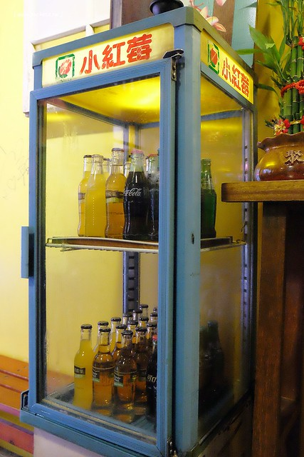 28883952646 bd1c7e5006 z - 逢甲冰菓室│復刻懷舊冰菓室,有整顆鳳梨的水果叢林和整顆哈蜜瓜的夏日哈球雪花冰
