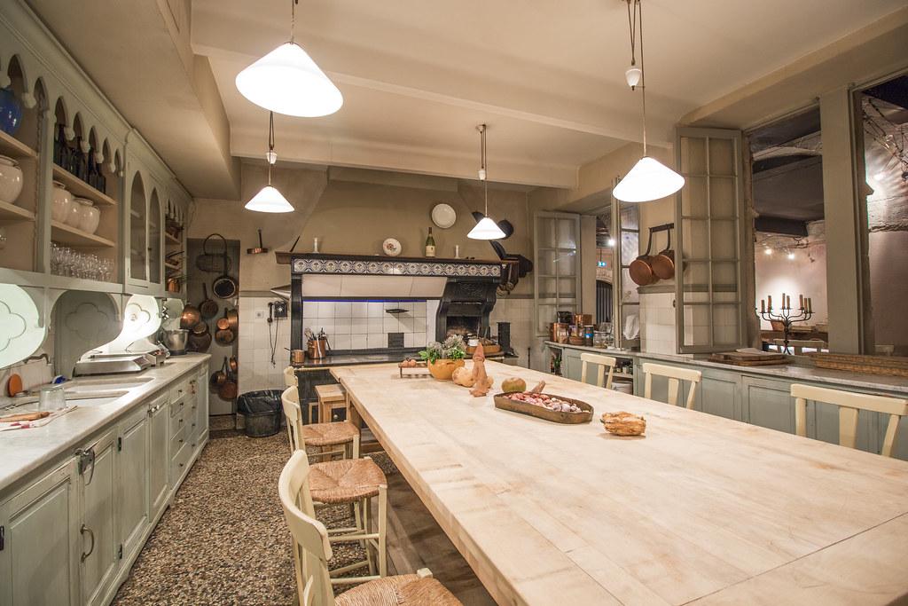 Provence cyling Avignon la Mirande restaurant 7