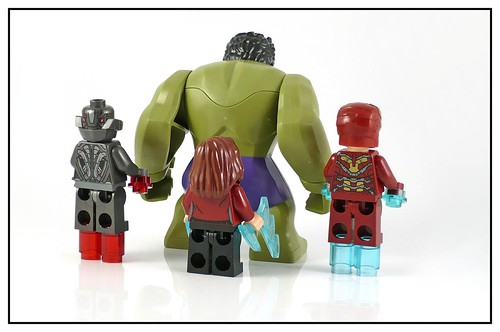 LEGO 76031 The Hulk Buster Smash figures02