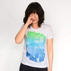 sleeveless shirt(0.0), photo shoot(0.0), human body(0.0), hand(1.0), pattern(1.0), arm(1.0), neck(1.0), clothing(1.0), sleeve(1.0), turquoise(1.0), pocket(1.0), t-shirt(1.0),