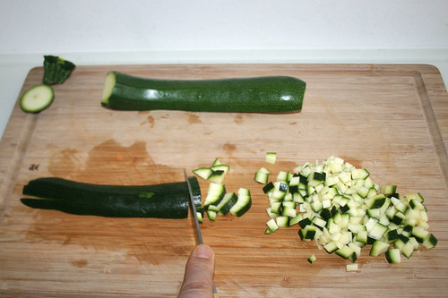 16 - Zucchini würfeln / Dice zucchini
