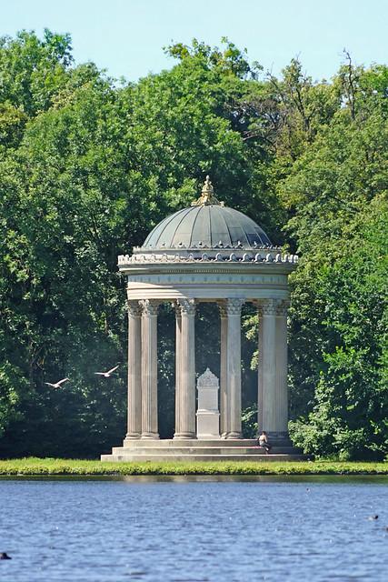 Le Monoptère dans le parc du Château de Nymphembourg (Munich)