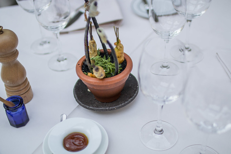Provence cyling Avignon la Mirande restaurant 1