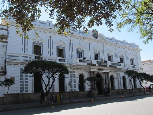 Sucre: la Plaza 25 de Mayo et le Palacio del Gobierno. Sucre est la capitale constitutionnelle de Bolivie.