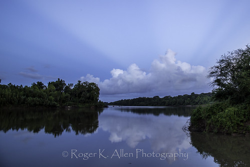 lakejackson texas unitedstates brazos river moonset sunrise blue water green trees fm2004 rays quiet peaceful morning